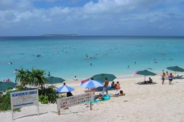学校周辺のビーチ