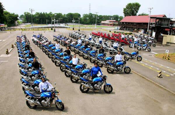 バイクの台数がハンパないカーアカデミー那須高原