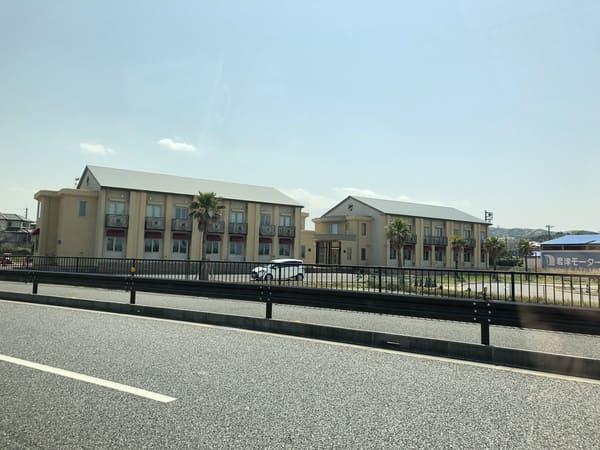 教習所コースに隣接する専用宿舎
