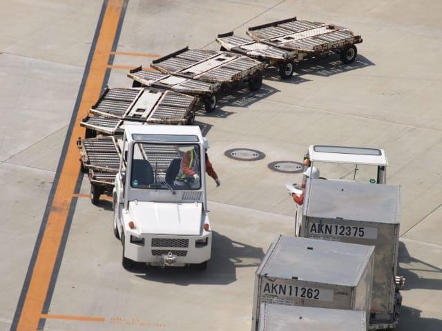 空港には特殊な車両が多い