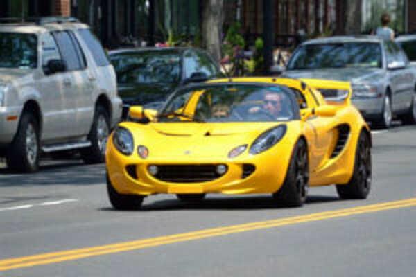 ハワイでかっこいい車を運転したい